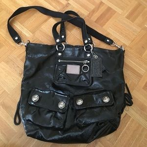 COACH POPPY PATENT LEATHER PURSE IN BLACK